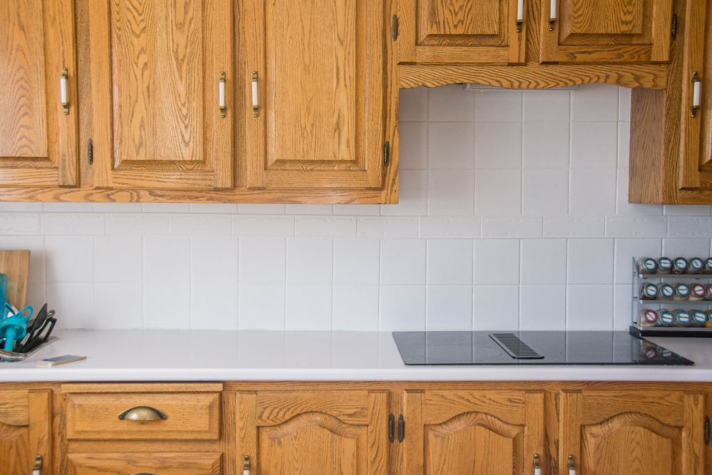 Montreal lifestyle fashion beauty blog kitchen backsplash DIY painting tile after 1