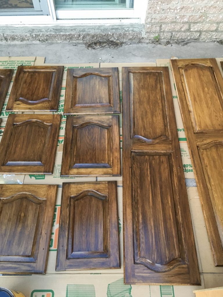stain drying stain oak wood cabinets Montreal lifestyle DIY blog