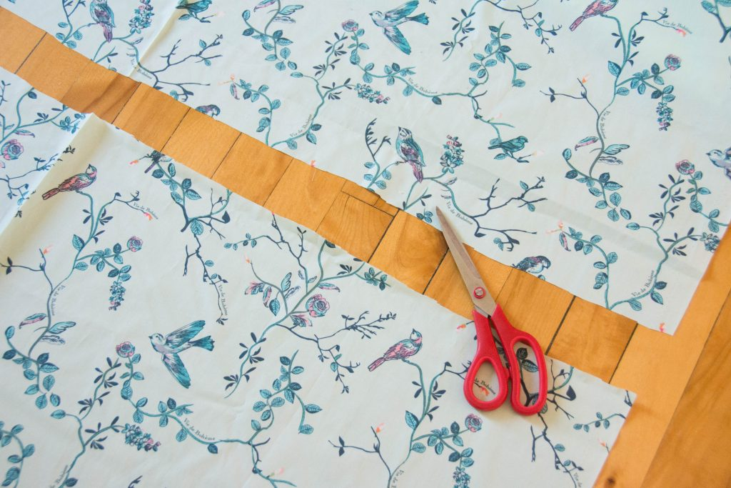 cutting fabric Funky Monkey Fabrics Vie de Boheme sunrise cotton print DIY tab curtain Montreal lifestyle blog 1