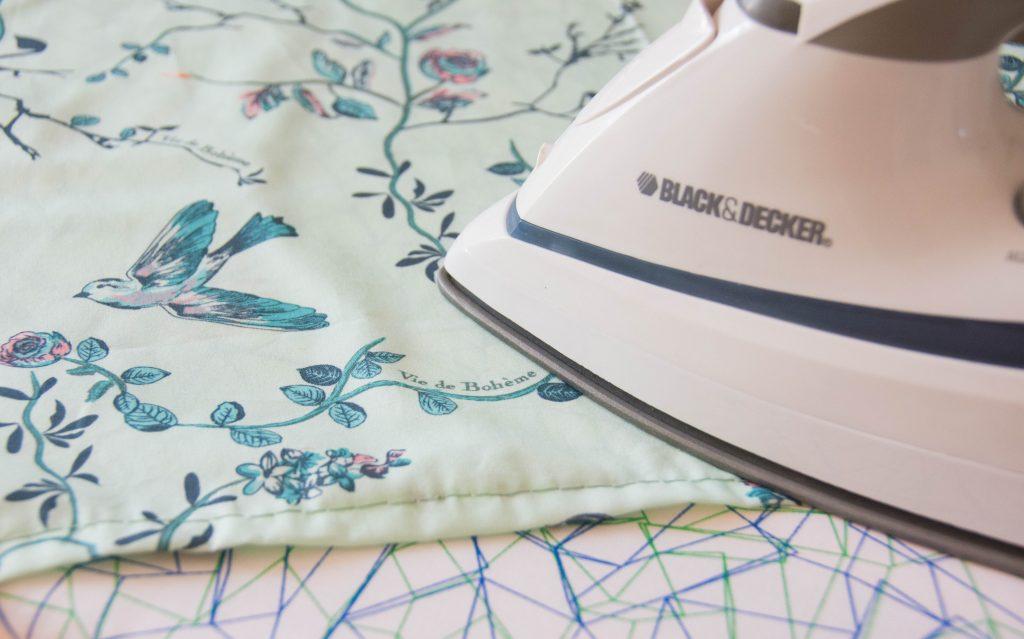 ironing seams Funky Monkey Fabrics Vie de Boheme sunrise cotton print DIY tab curtain Montreal lifestyle blog 1