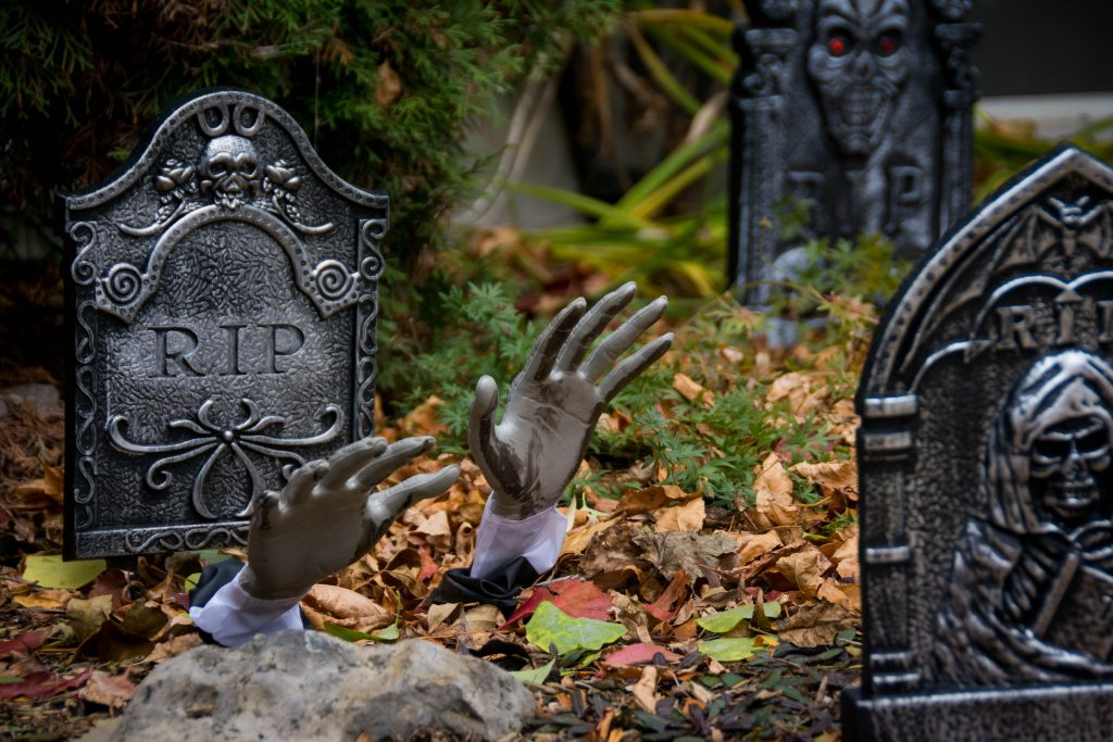hands emerging from grave tombstone outdoor Halloween decor Montreal lifestyle blog