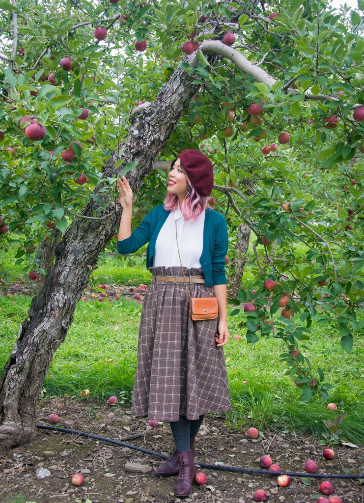 Lindy Bop checked midi skirt Unique Vintage cropped cardigan white blouse Simons Parkhurst burgundy beret vintage fall Montreal fashion lifestyle beauty blog