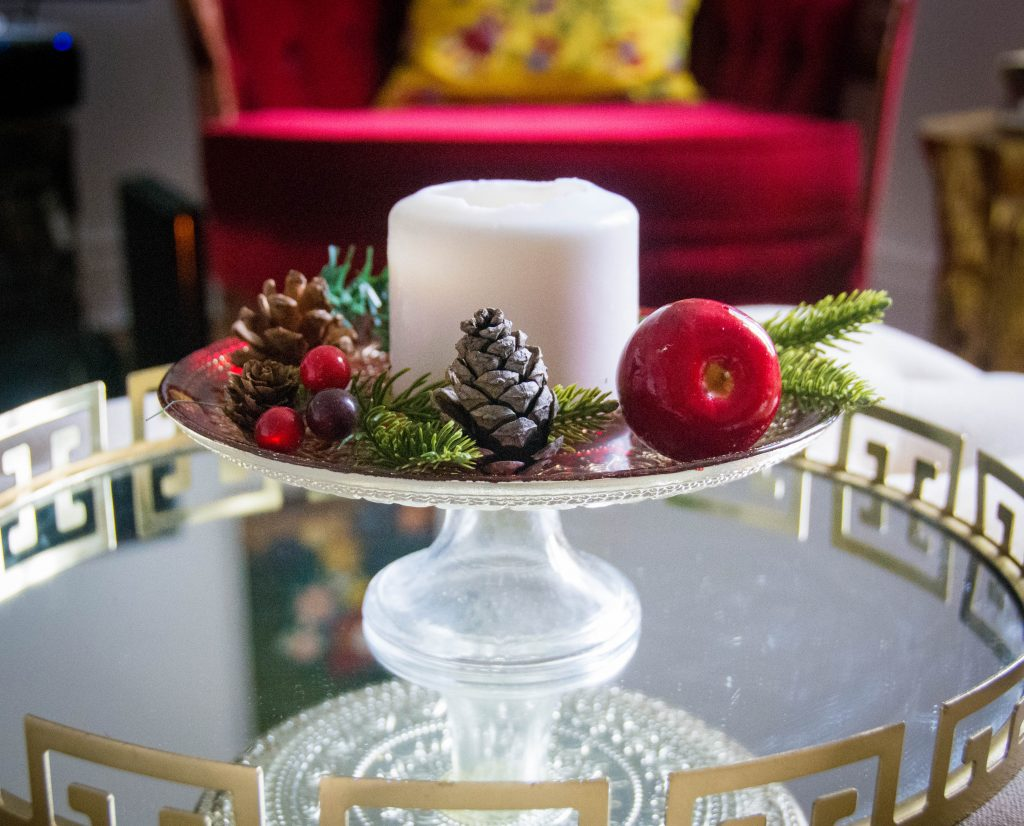 candle cake tray acorn apple berries easy Christmas decor Montreal lifestyle fashion beauty blog