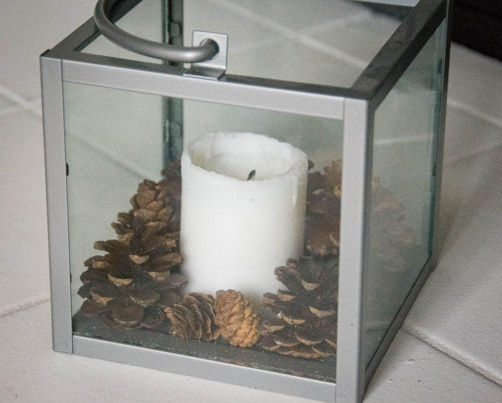 candle pine cone acorn lantern easy Christmas decor Montreal lifestyle fashion beauty blog 2
