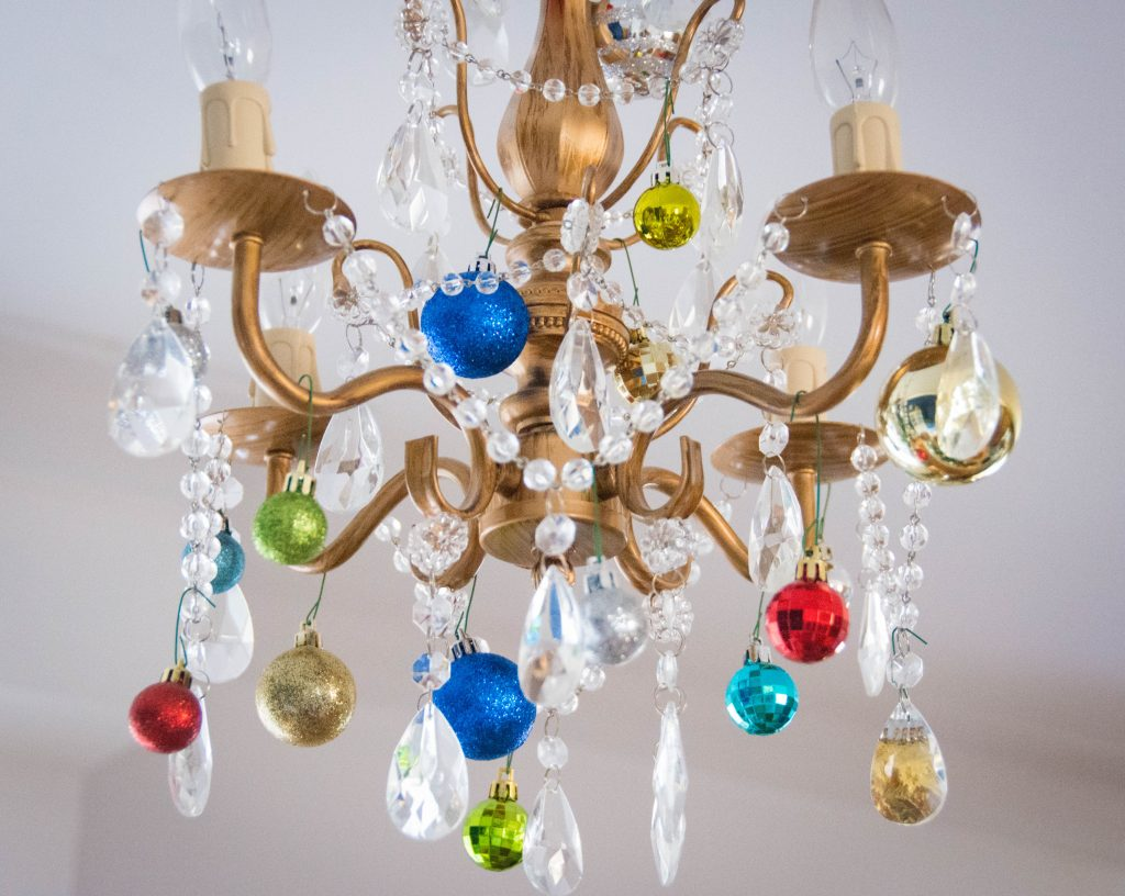 ornaments chandelier easy Christmas decor Montreal lifestyle fashion beauty blog 2