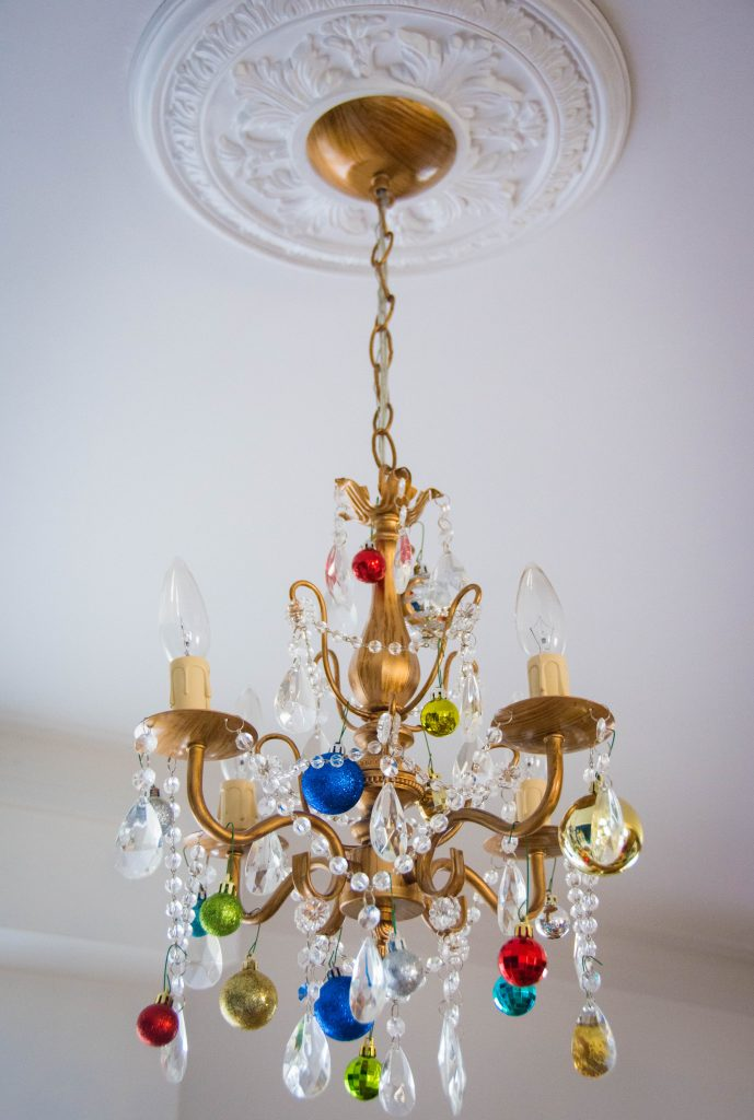 ornaments chandelier easy Christmas decor Montreal lifestyle fashion beauty blog