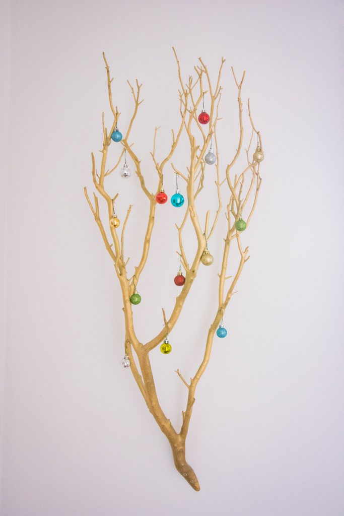 ornaments tree branch easy Christmas decor Montreal lifestyle fashion beauty blog 1