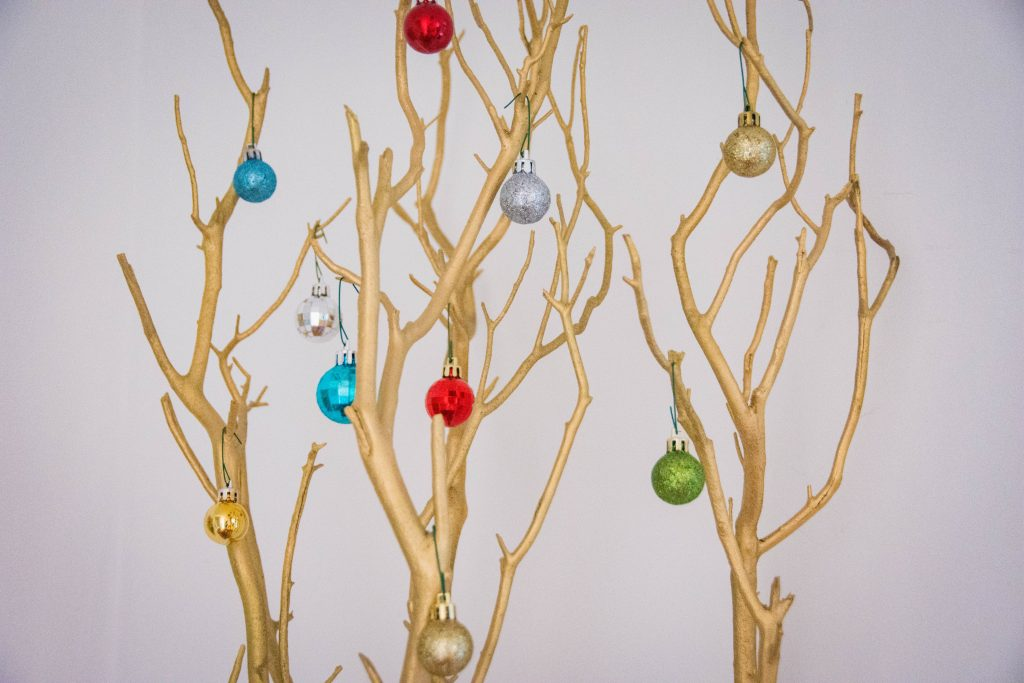 ornaments tree branch easy Christmas decor Montreal lifestyle fashion beauty blog 2