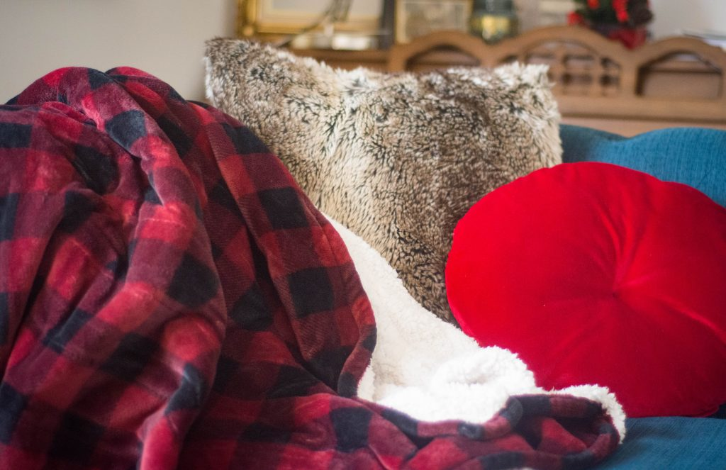 electric plaid throw blanket last minute Christmas holiday gift guide Montreal lifestyle beauty fashion blog