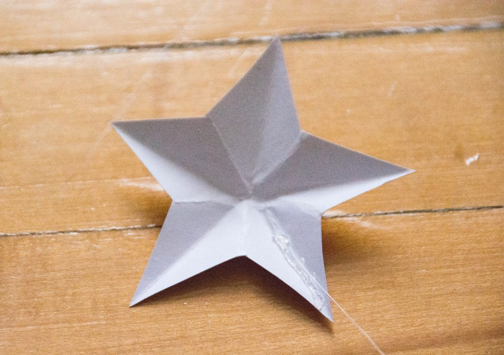 stretchy cord hot glue DIY 3D star mobile Montreal lifestyle blog